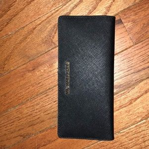 Michael Kors Jet set travel black wallet
